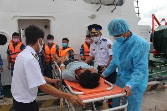 Diễn biến mới vụ 6 thuyền viên bị ngạt khí trên tàu ở Phú Quốc - Ảnh 1.