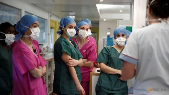 Covid-19: Số người chết ở Pháp tăng mạnh trở lại, tổng kiểm tra viện dưỡng lão - Ảnh 2.