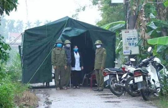 Cận cảnh kiểm soát thôn hơn 1.000 người có ca bệnh Covid-19 số 251 phức tạp - Ảnh 2.
