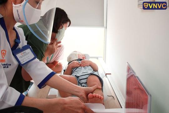 Mở trung tâm tiêm chủng vắc xin ở cửa ngõ phía Tây TP HCM - Ảnh 2.