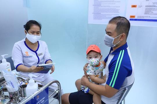 Mở trung tâm tiêm chủng vắc xin ở cửa ngõ phía Tây TP HCM - Ảnh 1.