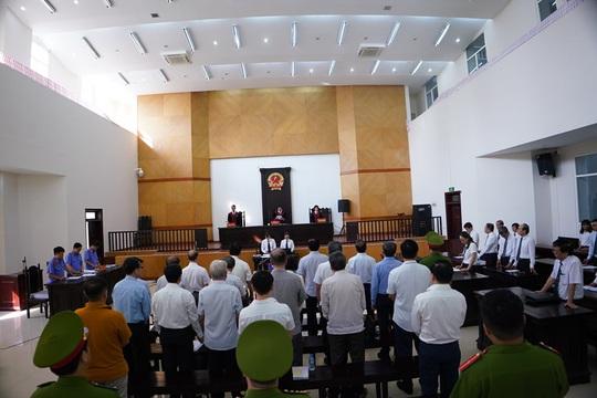 2 nguyên chủ tịch Đà Nẵng bị tuyên tổng cộng 27 năm tù, bắt giam tại tòa - Ảnh 6.