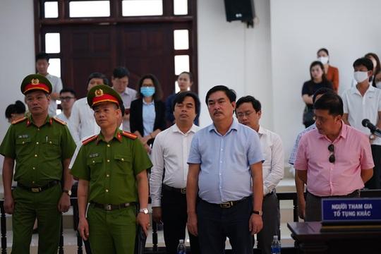 2 nguyên chủ tịch Đà Nẵng bị tuyên tổng cộng 27 năm tù, bắt giam tại tòa - Ảnh 7.