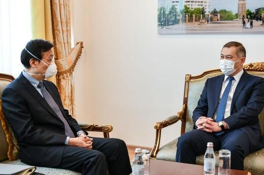 Trang web nổi tiếng Trung Quốc đặt vấn đề Kyrgyzstan và Kazakhstan quay về - Ảnh 1.