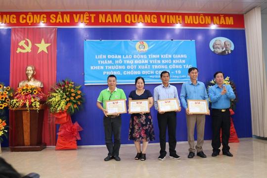 LĐLĐ huyện Phú Quốc quyên góp hơn 40 tấn gạo cho thùng gạo thiện nguyện - Ảnh 6.