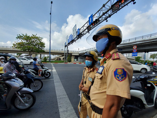 CSGT TP HCM sau 10 ngày tổng kiểm soát: Hơn 11.000 xe bị xử phạt! - Ảnh 1.