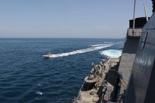 Mỹ cảnh báo tàu chiến các nước trong vùng Vịnh - Ảnh 1.