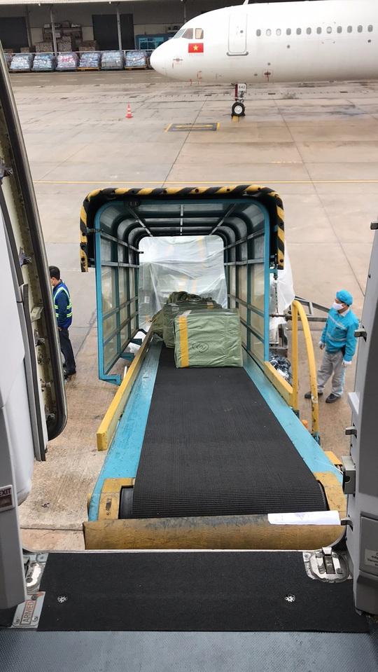 Bật mí quá trình hô biến máy bay chở khách thành chở hàng hóa - Ảnh 6.
