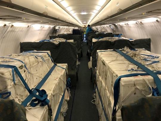 Bật mí quá trình hô biến máy bay chở khách thành chở hàng hóa - Ảnh 7.