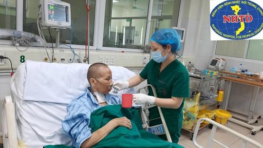 Nhiều lần ngừng tuần hoàn, bác gái bệnh nhân 17 khỏi bệnh sau gần 3 tháng mắc Covid-19 - Ảnh 4.