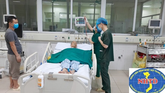 Nhiều lần ngừng tuần hoàn, bác gái bệnh nhân 17 khỏi bệnh sau gần 3 tháng mắc Covid-19 - Ảnh 5.