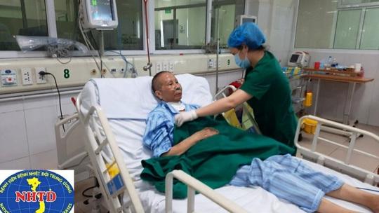Nhiều lần ngừng tuần hoàn, bác gái bệnh nhân 17 khỏi bệnh sau gần 3 tháng mắc Covid-19 - Ảnh 6.