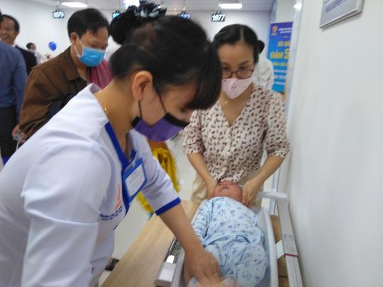 TP HCM: Có nơi tiêm chủng cho trẻ các huyện vùng sông nước - Ảnh 2.