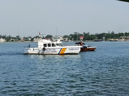 Huy động lực lượng tìm kiếm thanh niên nghi nhảy xuống biển tự tử - Ảnh 1.