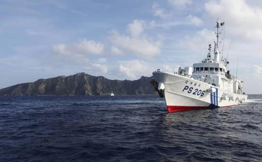 Tàu Trung Quốc rượt đuổi tàu cá Nhật Bản gần quần đảo Điếu Ngư/Senkaku - Ảnh 1.