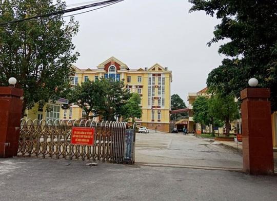 Báo cáo Bộ Công an việc bắt Phó chủ tịch huyện đánh bài ăn tiền tại trụ sở - Ảnh 2.