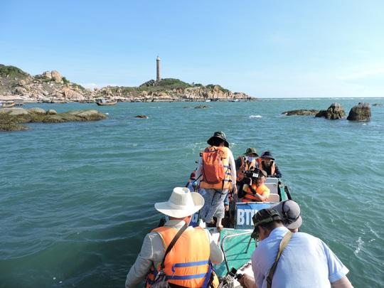 Lội biển qua hải đăng Kê Gà - Ảnh 3.
