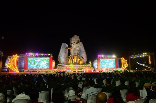 Thường trực Ban Bí Thư Trần Quốc Vượng dự Lễ khánh thành tượng đài Chủ tịch Hồ Chí Minh với nhân dân Quảng Bình - Ảnh 5.