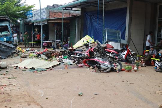 Xe tải gây tai nạn thảm khốc làm 5 người chết ở Đắk Nông chở gần gấp đôi tải trọng - Ảnh 1.