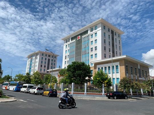 Khánh Hòa tìm cách giải quyết chuyện lãng phí trụ sở trên đất vàng - Ảnh 2.
