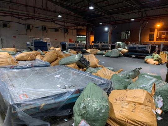 Tạm giữ 168 kiện hàng vô chủ tại kho hàng sân bay Tân Sơn Nhất - Ảnh 1.