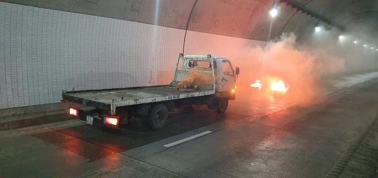 Xử lý tình huống cháy xe trong hầm Đèo Cả trong vòng 15 phút - Ảnh 2.