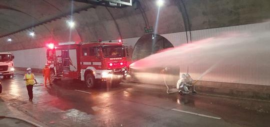 Xử lý tình huống cháy xe trong hầm Đèo Cả trong vòng 15 phút - Ảnh 4.