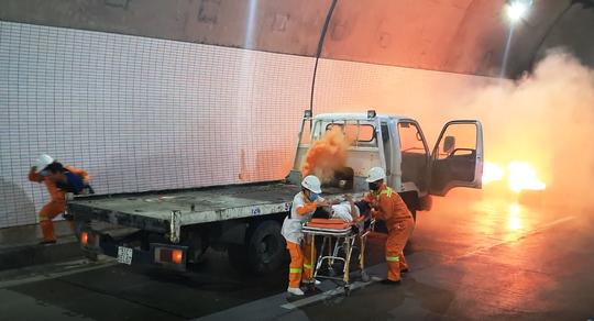 Xử lý tình huống cháy xe trong hầm Đèo Cả trong vòng 15 phút - Ảnh 3.