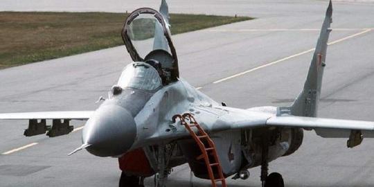Giữa lúc đụng độ, Ấn Độ đề nghị mua 33 chiến đấu cơ Nga - Ảnh 1.