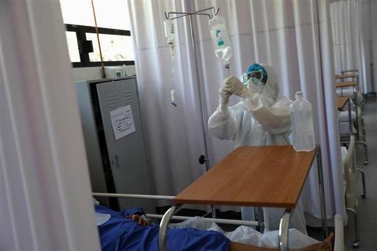 Bệnh nhân tử vong vì người nhà rút điện máy thở để cắm điện điều hòa - Ảnh 1.