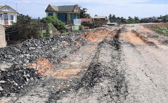 Vừa sửa chữa hết 150 tỉ đồng, đê sông Chu ở Thanh Hóa đã xuống cấp, hư hỏng nhiều nơi - Ảnh 2.