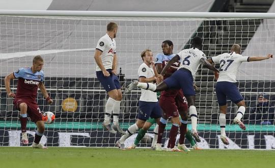 Harry Kane tỏa sáng, Tottenham cảnh báo sân cỏ Ngoại hạng - Ảnh 4.