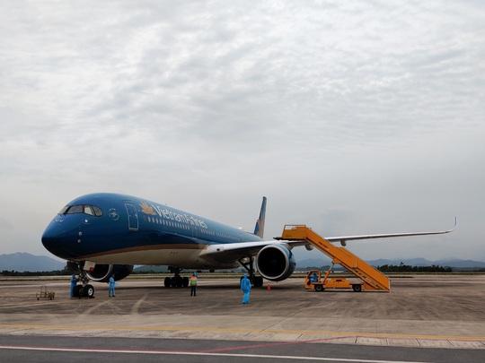 Sân bay Vân Đồn đón chuyến bay đầu tiên chở 150 chuyên gia từ Nhật Bản - Ảnh 5.