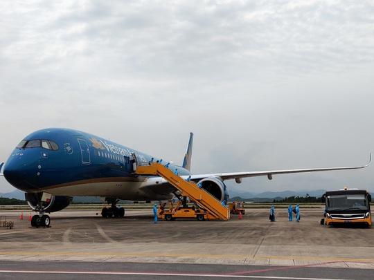 Sân bay Vân Đồn đón chuyến bay đầu tiên chở 150 chuyên gia từ Nhật Bản - Ảnh 1.