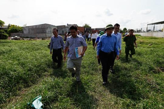 Công an huyện Bình Chánh đã làm việc với 32/38 đầu nậu đất - Ảnh 1.