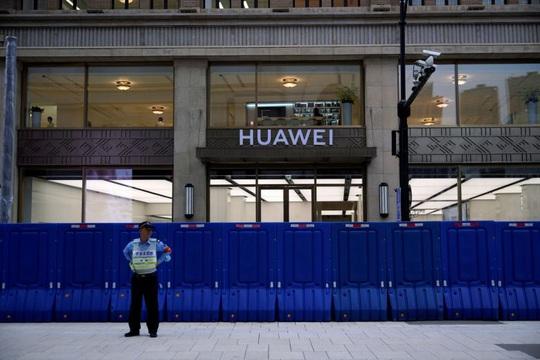 Mỹ điểm mặt Huawei, Hikvision... do quân đội Trung Quốc chống lưng - Ảnh 1.