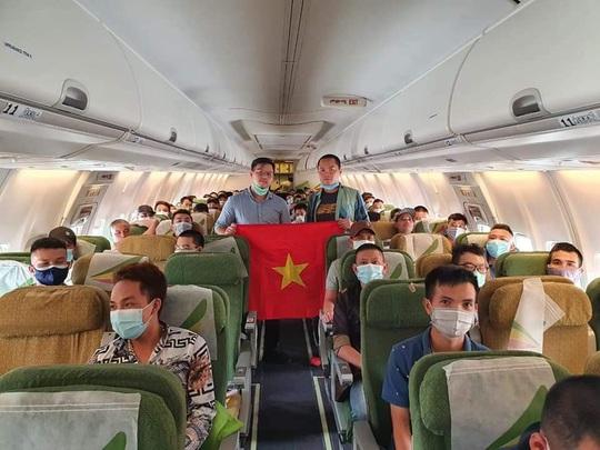 Tân Sơn Nhất đón hơn 130 người Việt tại Malaysia và một số nước Châu Phi về nước - Ảnh 3.