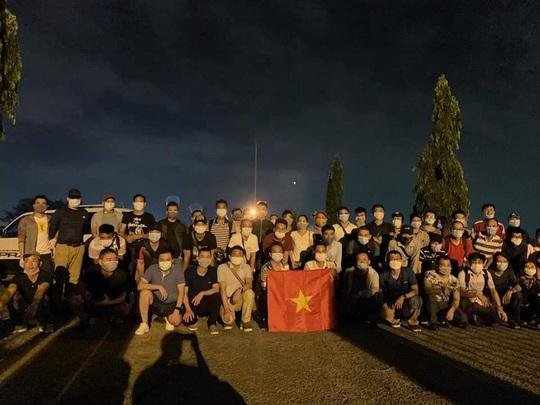 Tân Sơn Nhất đón hơn 130 người Việt tại Malaysia và một số nước Châu Phi về nước - Ảnh 2.