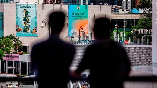Trung Quốc tuyên bố phản đòn thị thực của Mỹ về Hồng Kông - Ảnh 1.