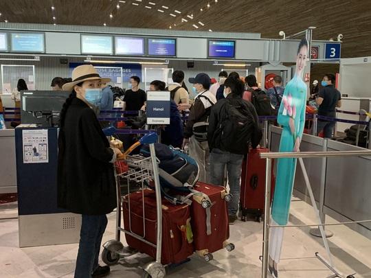 Hơn 280 công dân Việt Nam từ châu Âu về nước - Ảnh 2.