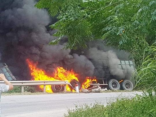 Quảng Bình: Cháy xe container trên Quốc lộ 12, tài xế bỏng nặng - Ảnh 2.