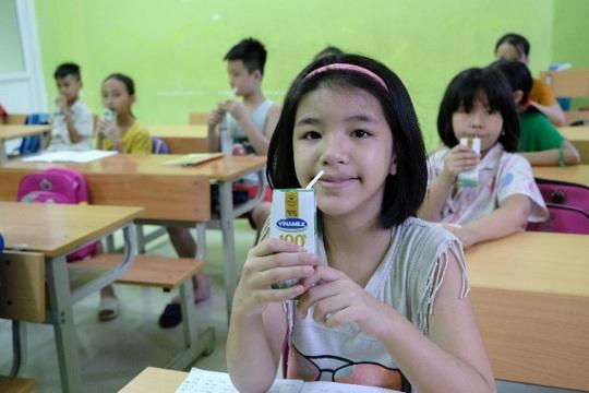 Vinamilk mang niềm vui uống sữa đến với trẻ em Hà Nội thông qua Quỹ sữa Vươn cao Việt Nam  - Ảnh 7.