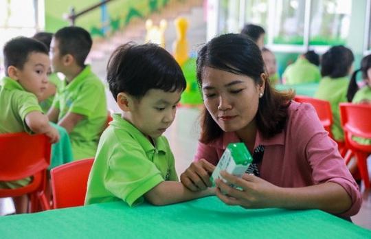 Vinamilk mang niềm vui uống sữa đến với trẻ em Hà Nội thông qua Quỹ sữa Vươn cao Việt Nam  - Ảnh 15.