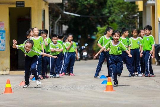 Vinamilk mang niềm vui uống sữa đến với trẻ em Hà Nội thông qua Quỹ sữa Vươn cao Việt Nam  - Ảnh 18.
