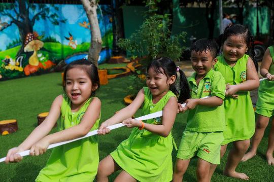 Vinamilk mang niềm vui uống sữa đến với trẻ em Hà Nội thông qua Quỹ sữa Vươn cao Việt Nam  - Ảnh 17.