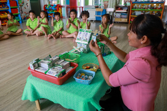 Vinamilk mang niềm vui uống sữa đến với trẻ em Hà Nội thông qua Quỹ sữa Vươn cao Việt Nam  - Ảnh 19.