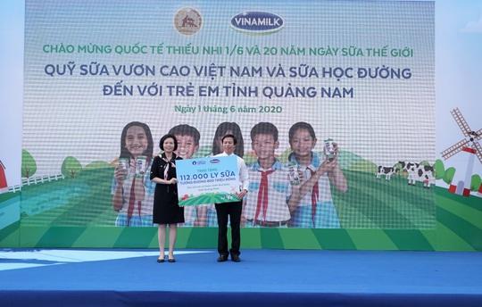 Vinamilk mang niềm vui uống sữa đến với trẻ em Hà Nội thông qua Quỹ sữa Vươn cao Việt Nam  - Ảnh 9.