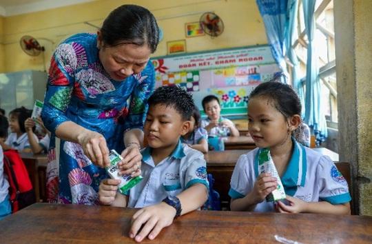 Vinamilk mang niềm vui uống sữa đến với trẻ em Hà Nội thông qua Quỹ sữa Vươn cao Việt Nam  - Ảnh 14.