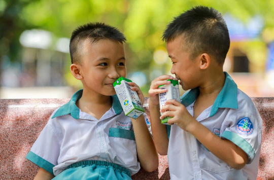 Vinamilk mang niềm vui uống sữa đến với trẻ em Hà Nội thông qua Quỹ sữa Vươn cao Việt Nam  - Ảnh 16.