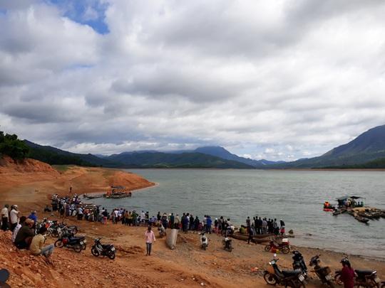Nam sinh lớp 9 chết đuối ở lòng hồ thủy điện - Ảnh 1.